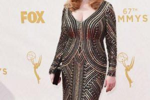 Christina Hendricks, qué decepción. Ese vestido habría lucido mejor en otro estilismo. Se le ha visto mucho mejor. Foto:vía Getty Images. Imagen Por: