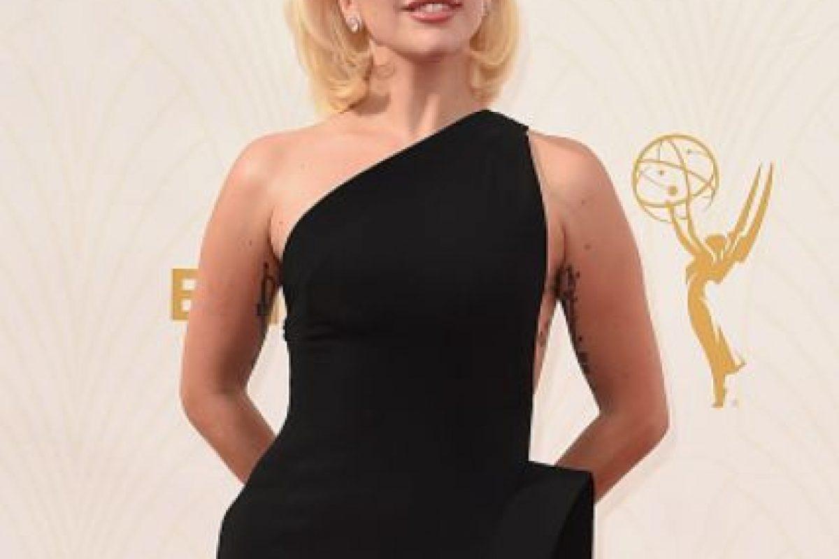 Su vestido de Brandon Maxwell la hace ver sobria. Foto:vía Getty Images. Imagen Por: