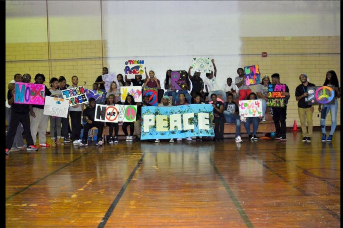 No hicieron falta los carteles para hacer llegar el mensaje. Foto:Vía @ParkwayNWPeace. Imagen Por: