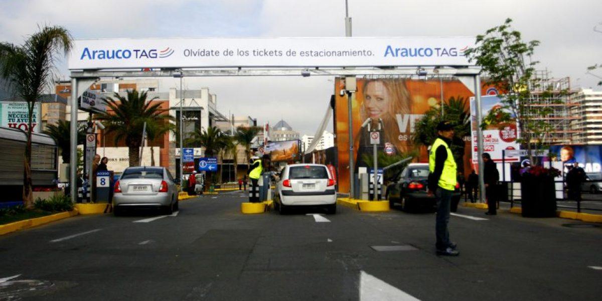 Bomberos controla emergencia al interior del Parque Arauco