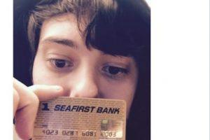 """""""La tarjeta de crédito de Kurt Cobain. Me pregunto si aún funcionará"""", explicó mostrando el objeto Foto:Twitter.com. Imagen Por:"""
