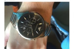 """Se vende reloj"" Foto:Twitter.com. Imagen Por:"