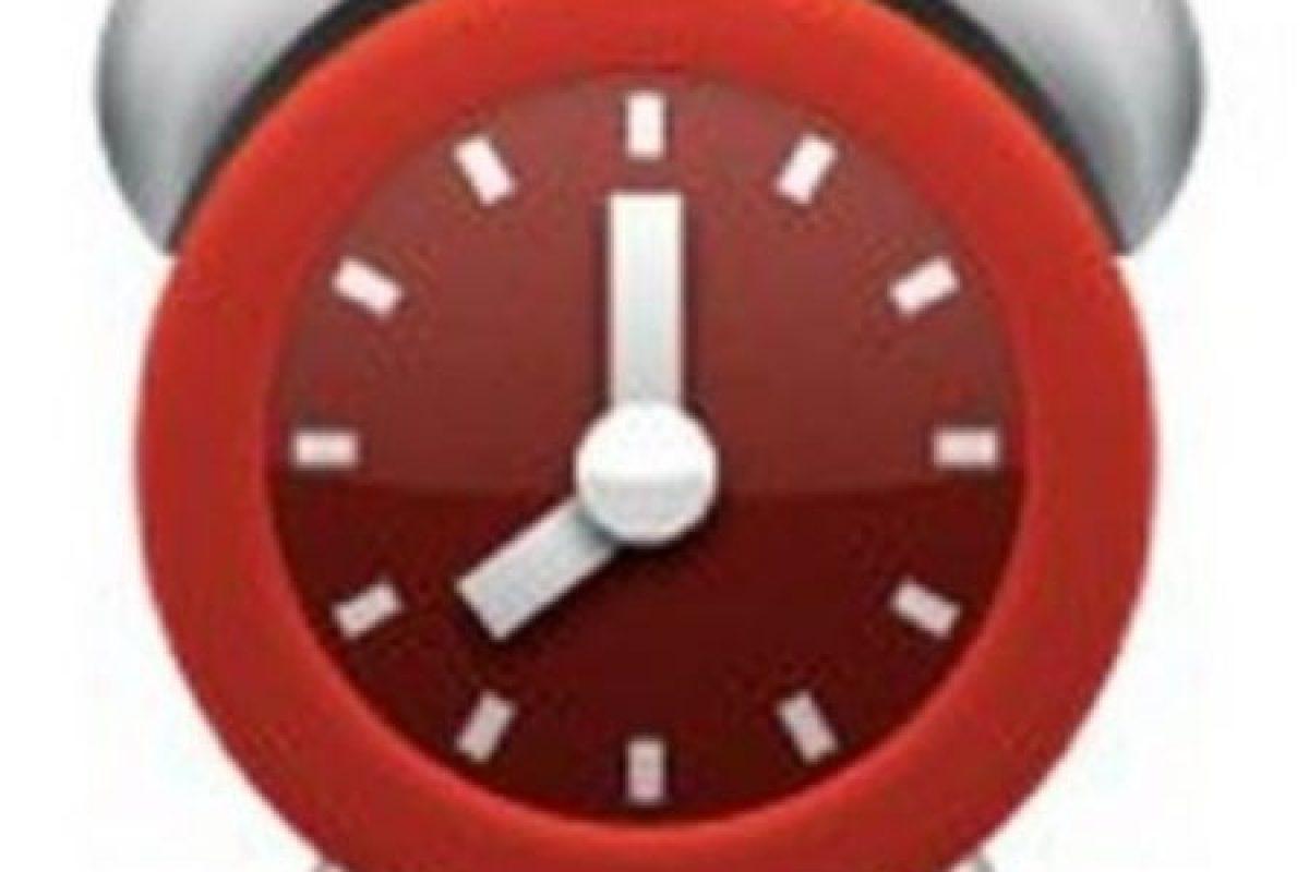 Aunque parece un reloj normal, en realidad tiene una seria falla. No es posible distinguir la hora que marca debido a que la manecilla pequeña se encuentra entre el 7 y el 8. Foto:emojipedia.org. Imagen Por: