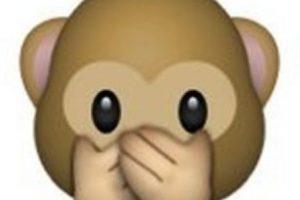 """Es uno de los tres monos sabios, parte de un proverbio budista que en este caso es: """"No voy a decir el mal"""". Utilizado para como: """"No voy a decir nada"""", """"mis labios están sellados"""" o """"no voy a decir eso"""". Foto:emojipedia.org. Imagen Por:"""