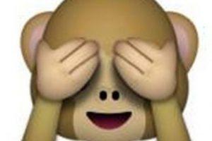 """Es uno de los tres monos sabios, parte de un proverbio budista que en este caso es: """"No voy a ver el mal"""". Utilizado para: """"No quiero ver eso"""". Foto:emojipedia.org. Imagen Por:"""