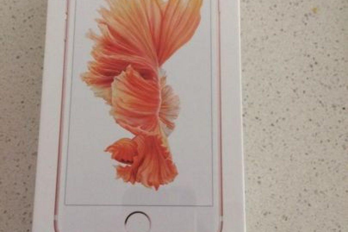 Recibió el smartphone antes de que saliera a la venta de manera oficial. Foto:vía twitter.com/MoonshineDesign. Imagen Por: