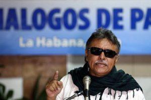 Jesús Santrich, integrante de las Farc, en una intervención durante los diálogos de paz Foto:Efe. Imagen Por: