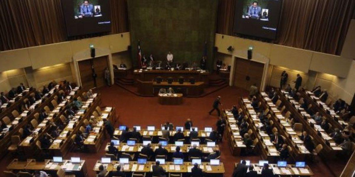 Diputados proponen congelar todos los sueldos sobre $4 millones del sector público
