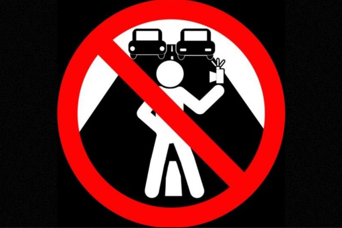 No tomarse selfies en la carretera. Foto:vía mvd.ru. Imagen Por: