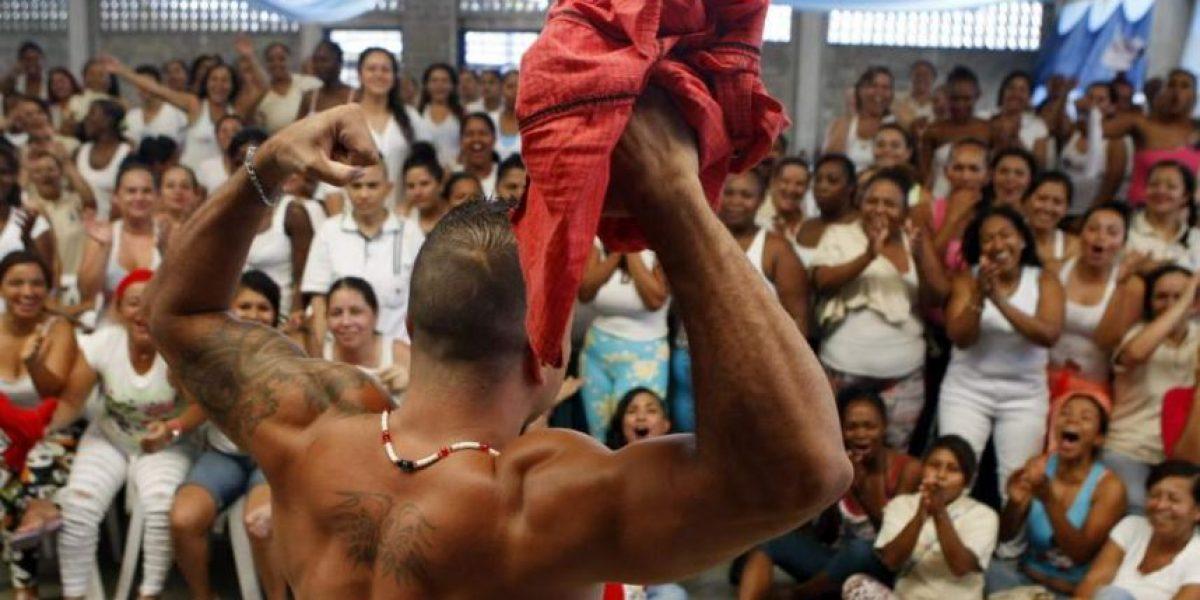 Reclusas eligen en concurso al hombre más apuesto de una cárcel colombiana