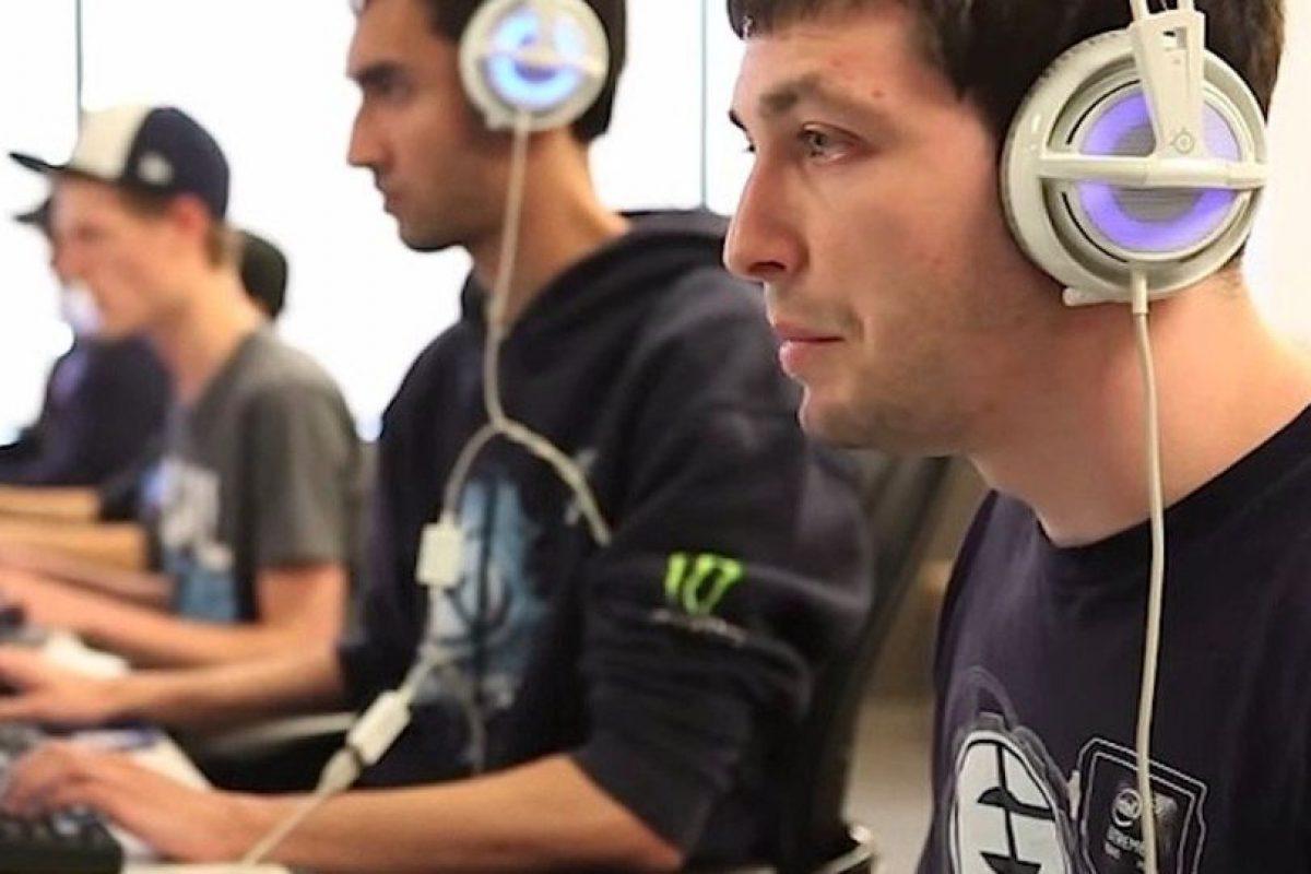 Su fortuna asciende a un millón 735 mil 983 dólares en 44 torneos. Foto:YouTube/Dota2. Imagen Por: