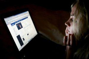"""De acuerdo con la página """"downdetector.com"""" existen 405 reportes de fallos en Facebook. Foto:Getty Images. Imagen Por:"""