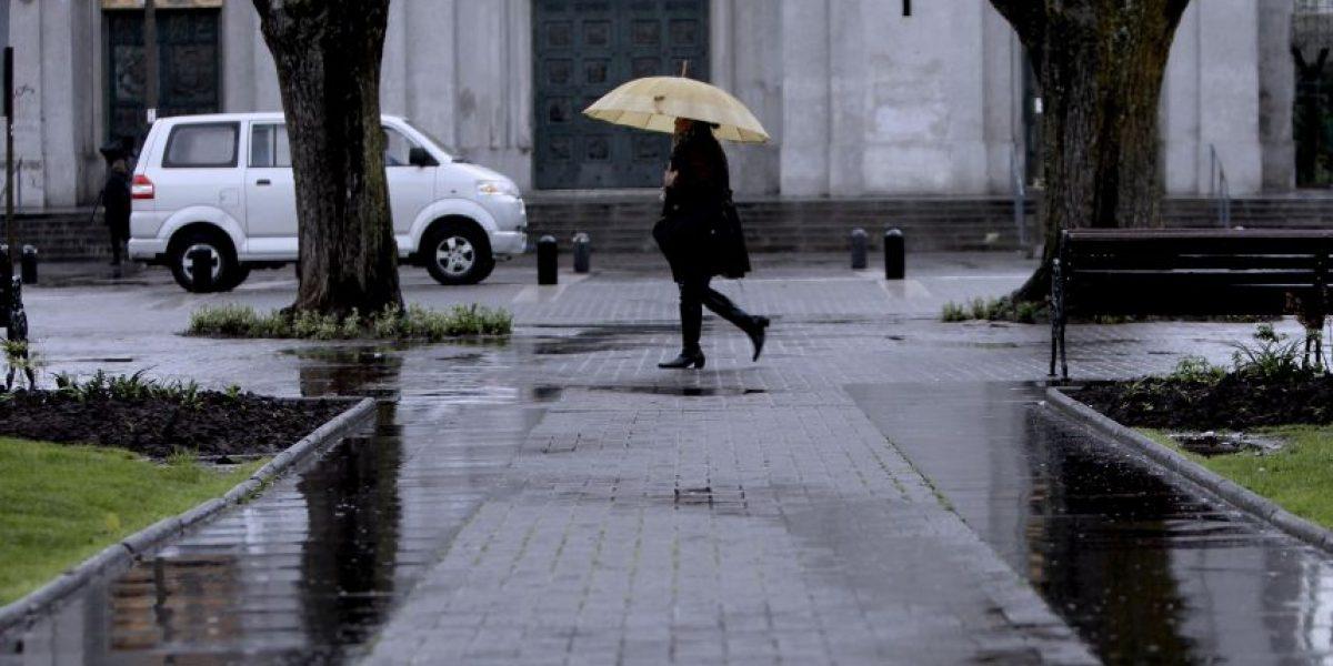 Lluvias declinarán durante la tarde y temperaturas caerán en la Región Metropolitana
