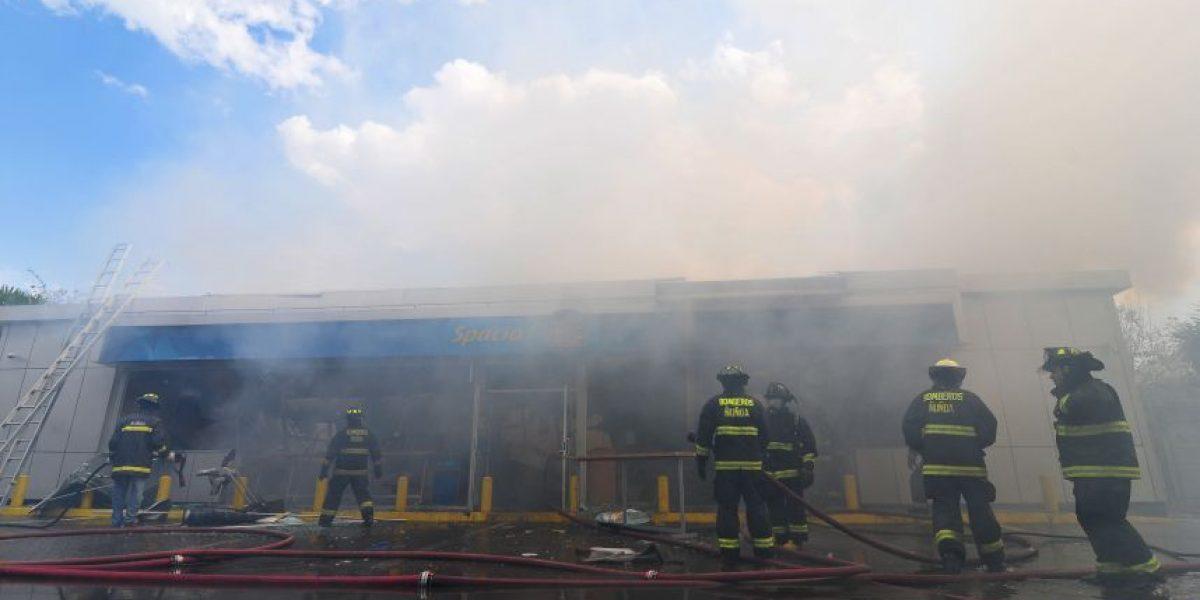 Incendio consumió estación de servicio en La Florida