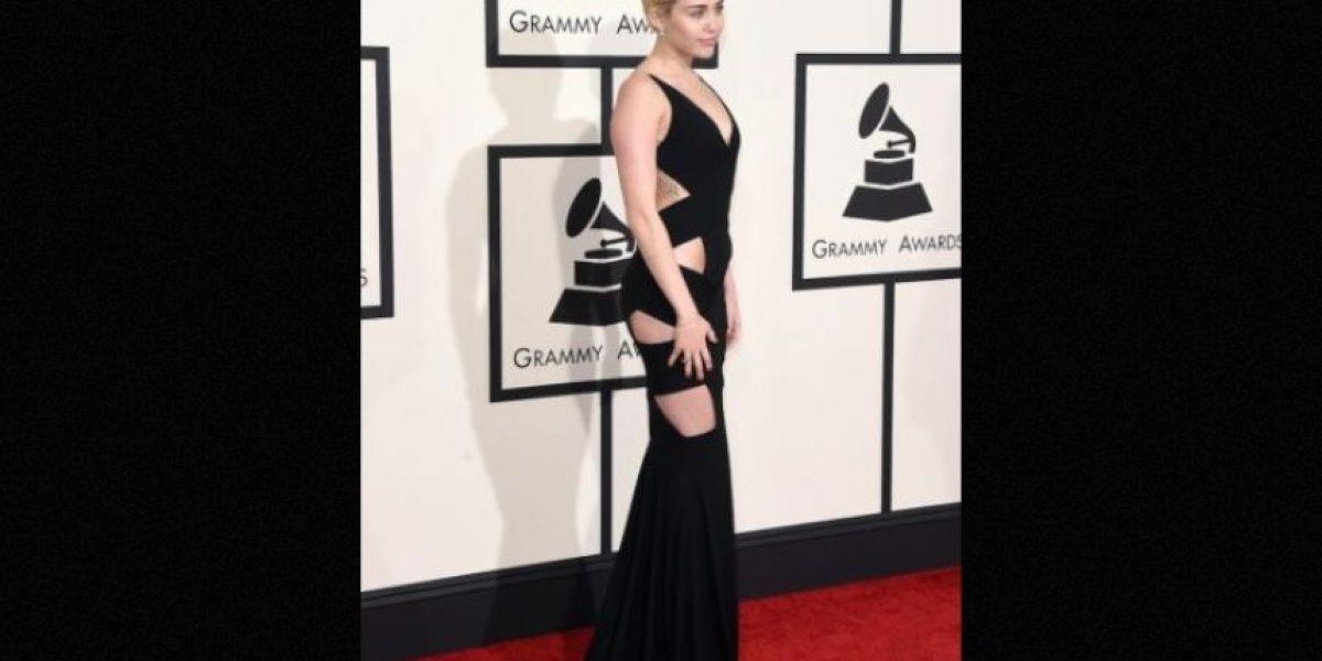 Campaña de cosméticos protagonizada por Miley Cyrus desata polémica