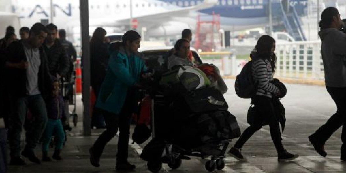 Estacionamiento del aeropuerto de Santiago será gratis los primeros 10 minutos