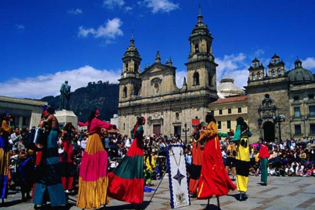 En la capital de Colombia las personas trabajan dos mil 96 horas al año. Foto:Vía flickr.com. Imagen Por: