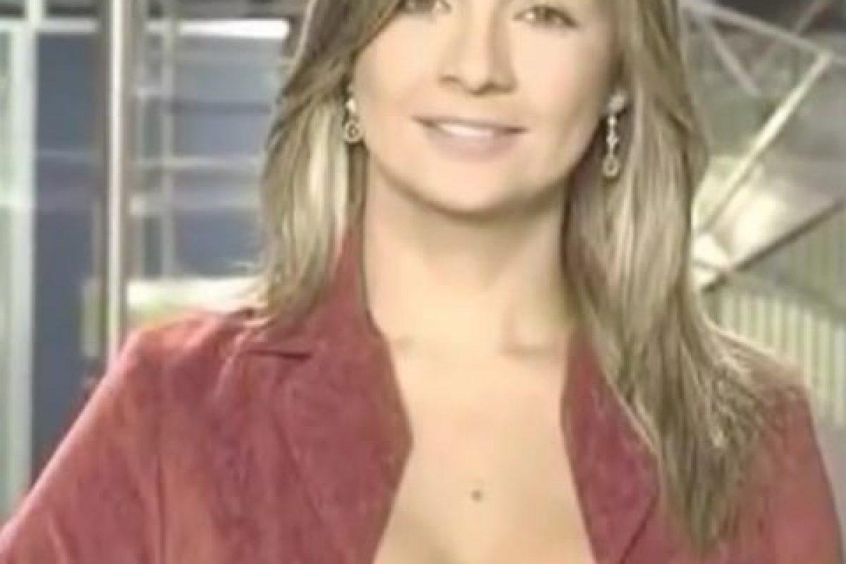 Vicky Dávila, presentadora de noticias de Colombia. Su escote llamaba la atención de todos los espectadores. Foto:Vía Youtube. Imagen Por: