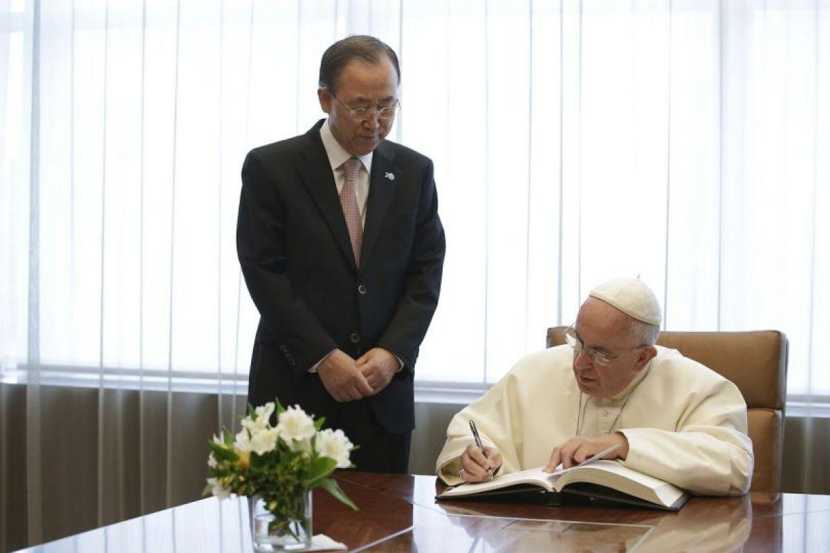 Además, firmó el libro de visitas Foto:AFP. Imagen Por: