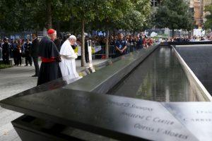 El Pontífice realizó una oración en memoria de las víctimas Foto:AFP. Imagen Por: