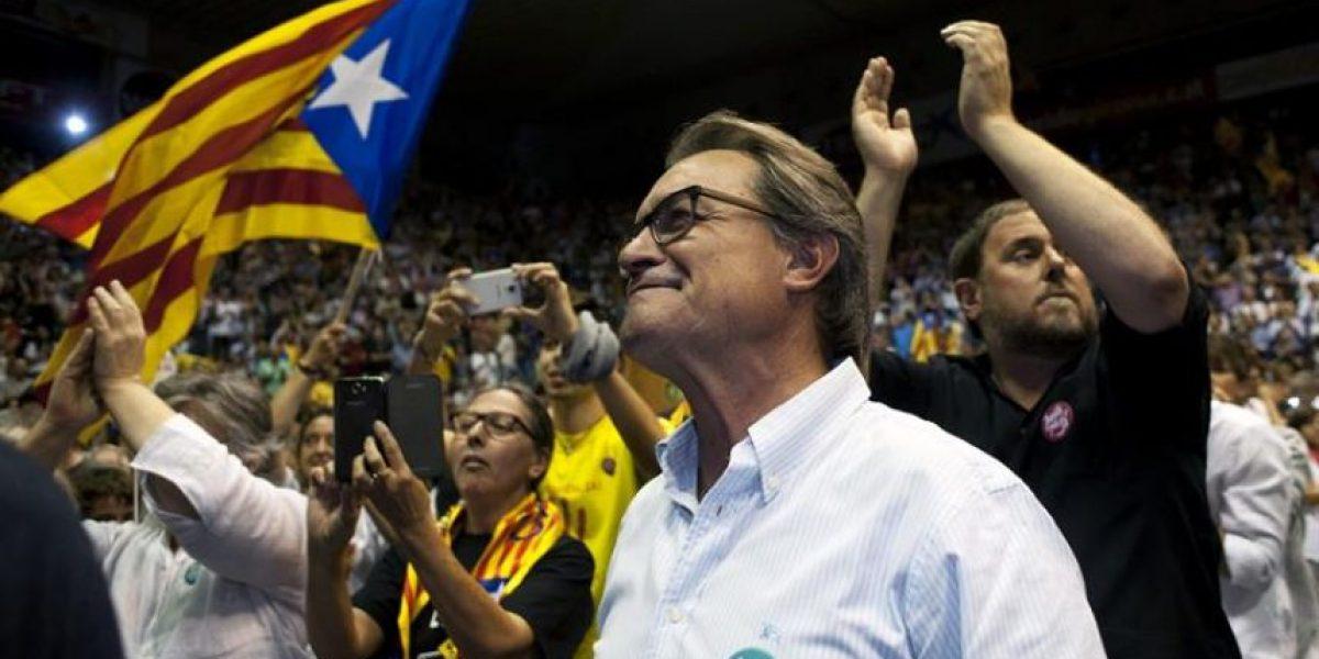 Partidos cierran campaña para las regionales catalanas con líderes nacionales