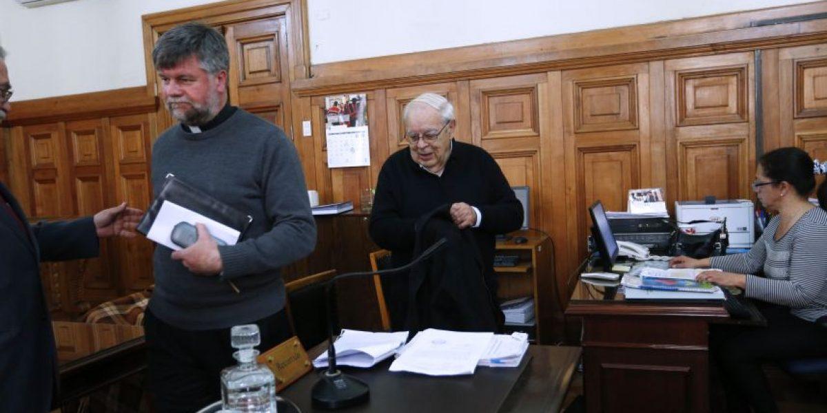 Ex párroco de La Moneda revela omisiones de Ezzati y Errázuriz en caso Karadima