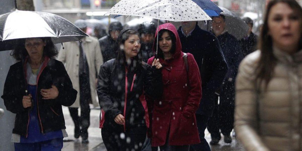 Las postales que dejó la primaveral lluvia en Santiago