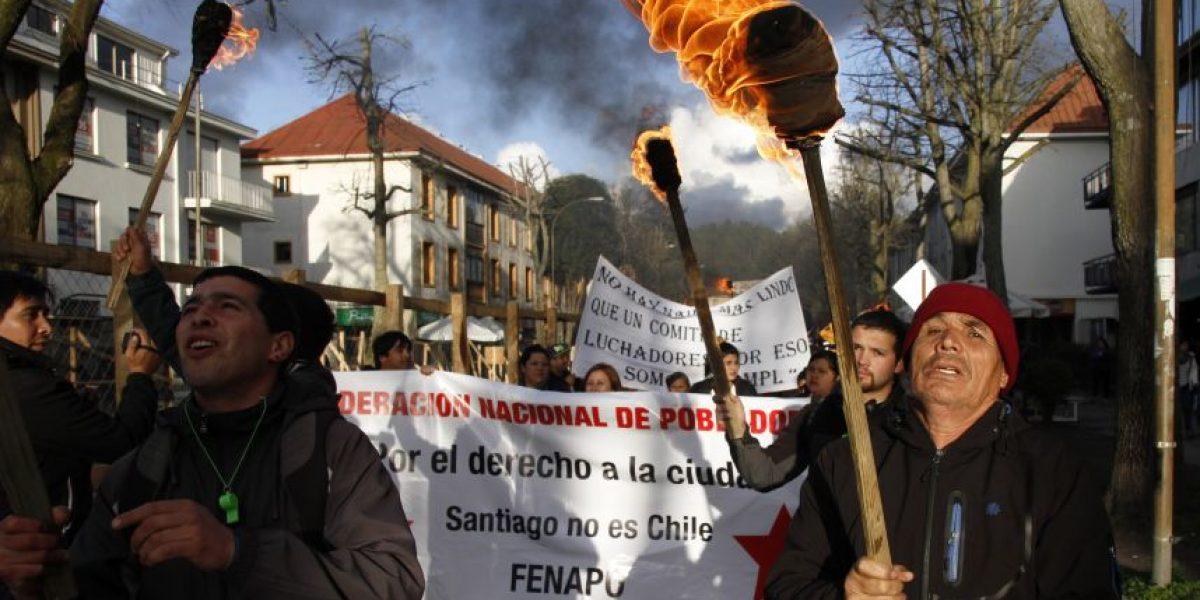 Allegados del Biobío marcharon con antorchas en Concepción para exigir solución