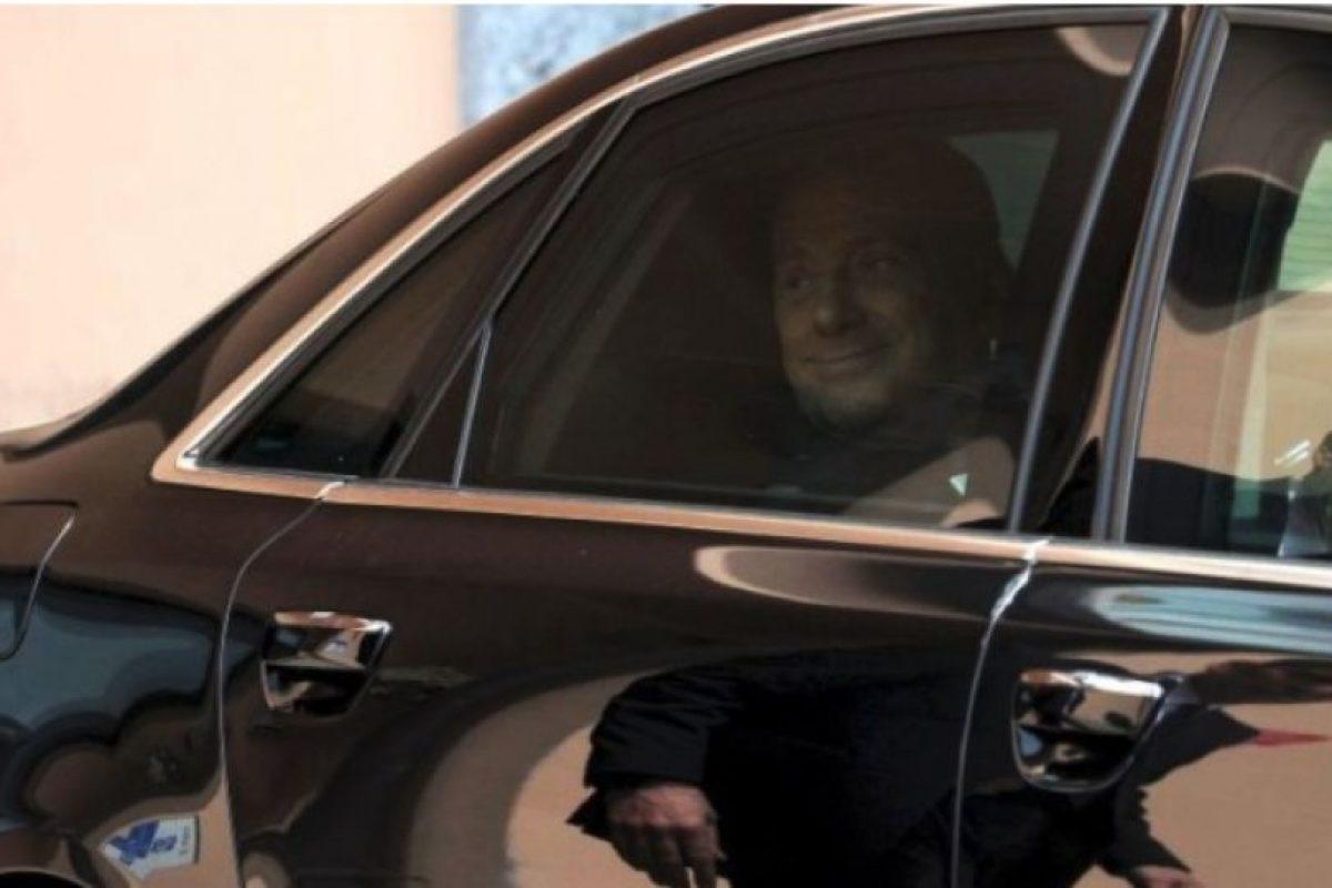 En 2009, el ahora ex presidente del Consejo de Ministros de Italia, se vio envuelto en la polémica cuando medios internacionales publicaron fotos de su fiesta de cumpleaños en la que aparece junto a una joven de 18 años. Foto:Getty Images. Imagen Por: