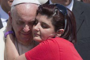 Se dejó abrazar por las personas Foto:AP. Imagen Por: