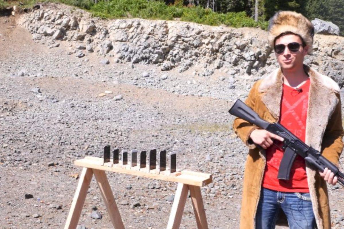 Los aparatos sobrevivientes fueron destruidos con una escopeta por este hombre Foto:YouTube/EverythingApplePro. Imagen Por: