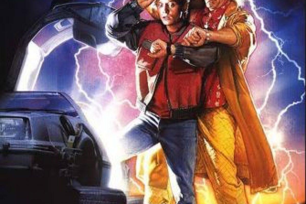 Marty McFly viaja al futuro (año 2015) para presenciar algunas desgracias en su familia Foto:Universal Pictures. Imagen Por: