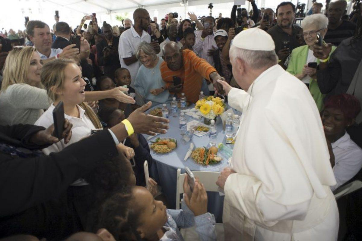 Tuvo una comida con personas sin hogar Foto:AP. Imagen Por: