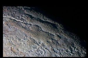 """""""Escamas de dragón"""" así describe experto la superficie del planeta enano Plutón. Foto:Vía nasa.gov. Imagen Por:"""