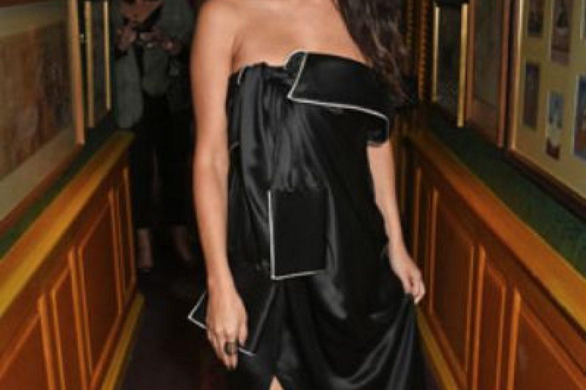 A Selena Gomez le quitaron el vestido a tijeretazos. Foto:vía Getty Images. Imagen Por: