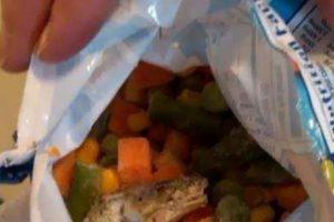 Sapo dentro de la ensalada. Foto:vía Imgur. Imagen Por: