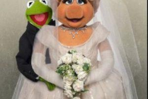 """""""Miss Piggy"""" y la rana """"René"""" Foto:Vía facebook.com/MuppetsMissPiggy. Imagen Por:"""