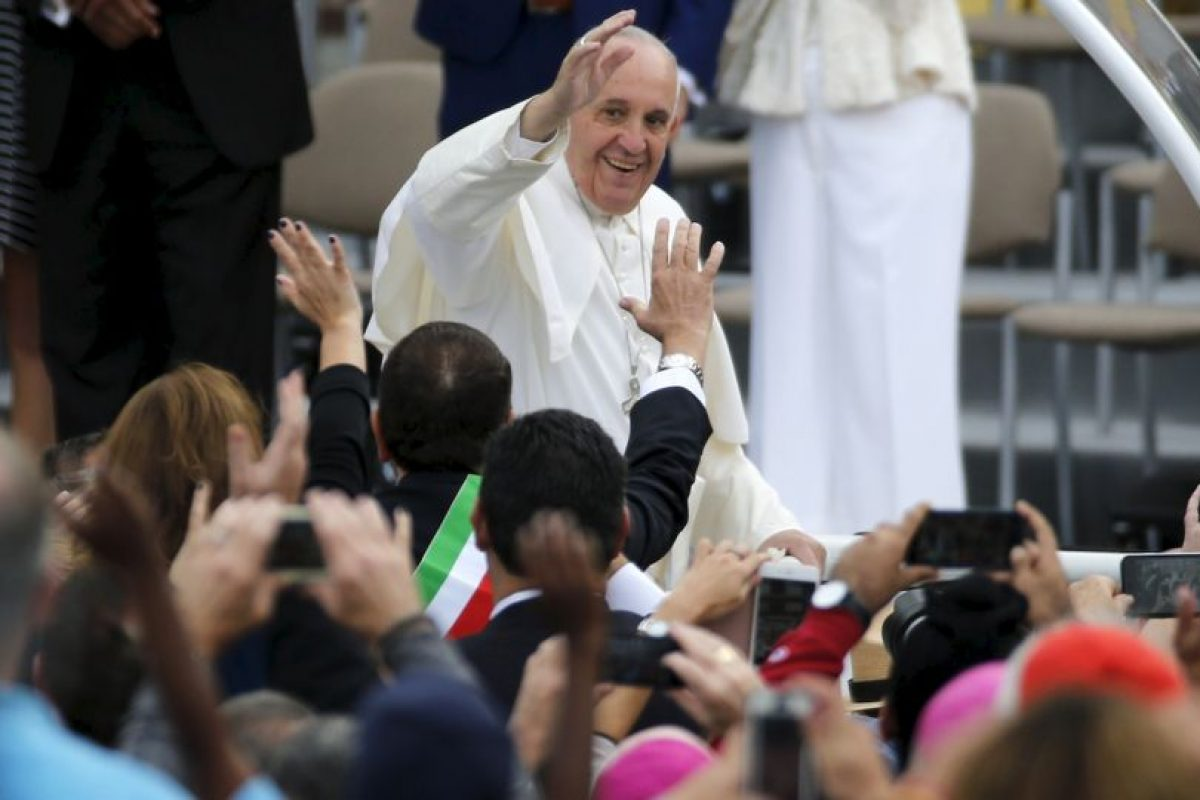 El Papa dio dos vueltas por el circuito para saludar a los seguidores. Foto:AFP. Imagen Por: