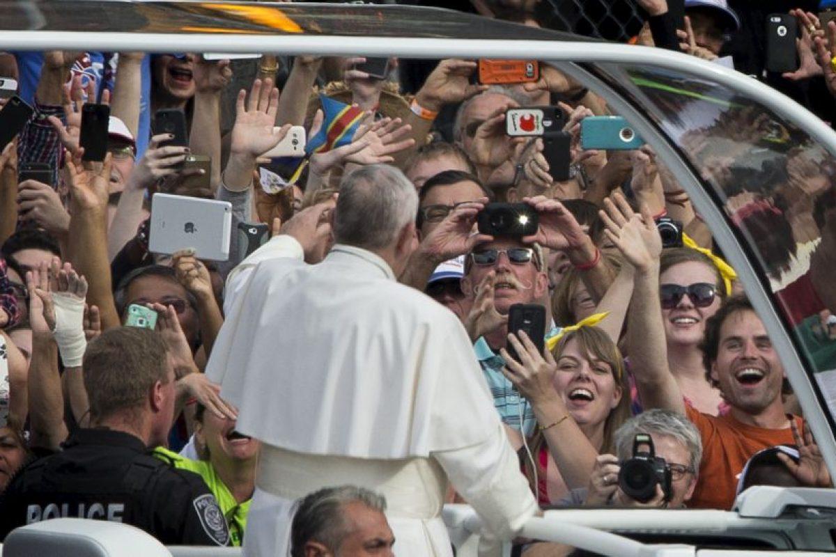 Francisco saludaba alegremente a los presentes. Foto:AFP. Imagen Por:
