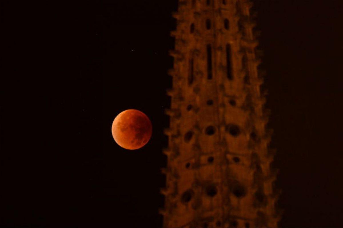 Cerca de las una catedral de Francia. Foto:AFP. Imagen Por: