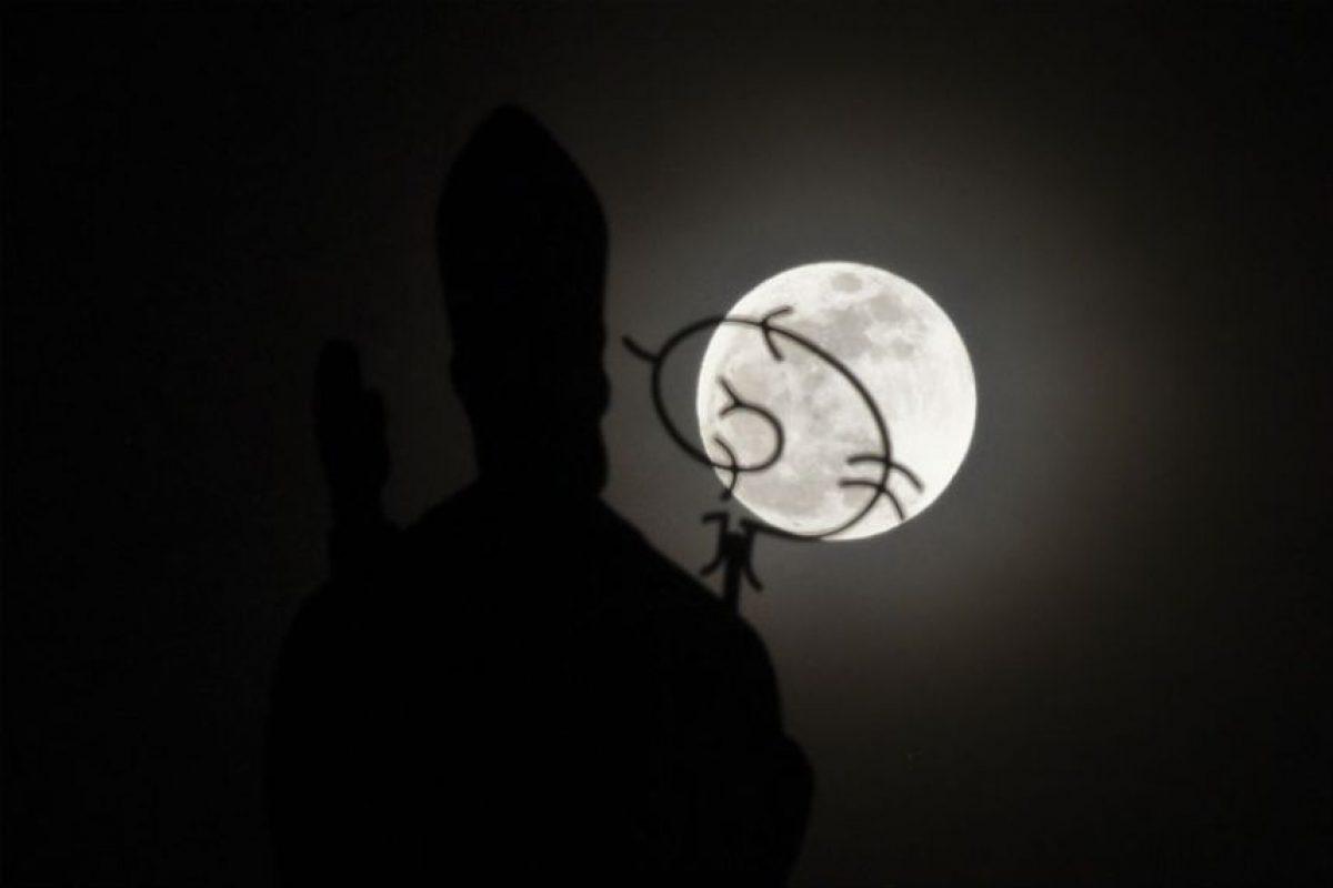 Los colombianos pudiero apreciar así la superluna. Foto:AFP. Imagen Por: