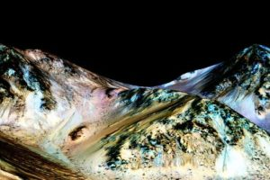 Estas son las imágenes que según la NASA demuestran causes formados por agua. Foto:nasa.gov. Imagen Por: