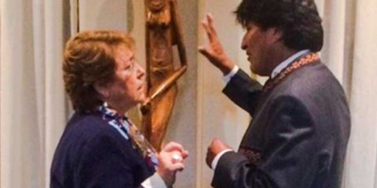El afectuoso saludo de Bachelet y Evo Morales tras fallo de La Haya