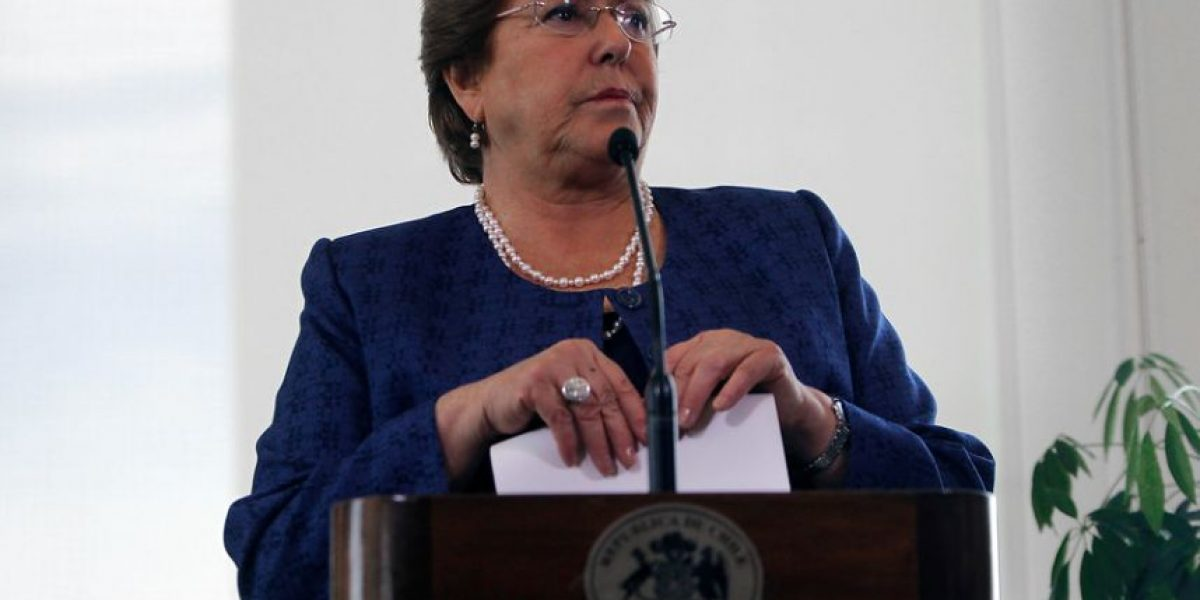 Cadem: Bachelet sube en aprobación tras terremoto y fallo de La Haya