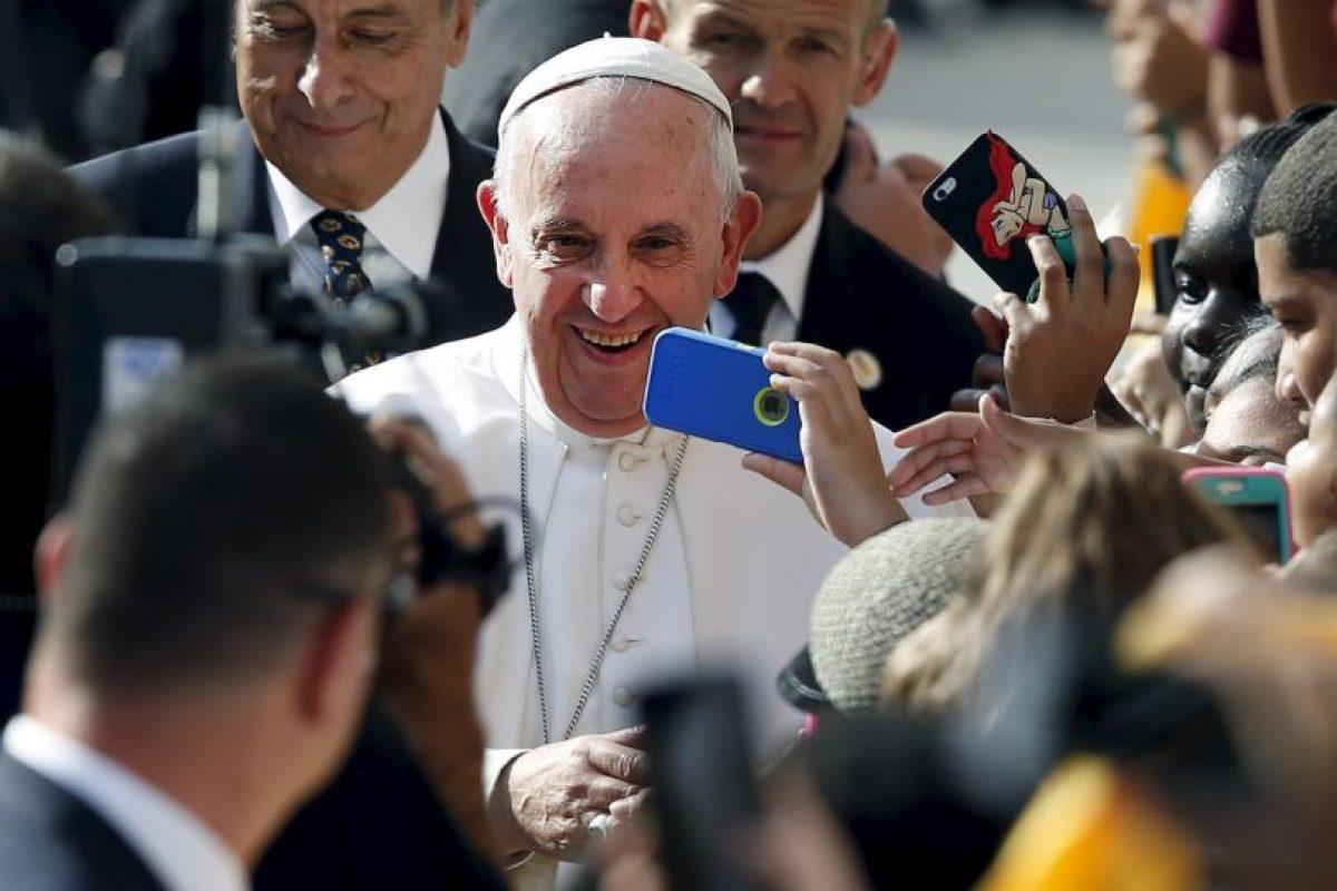 Las caravanas no se hicieron esperar, gracias a ellas el pontífice se reunión con varios de sus seguidores. Foto:AP. Imagen Por: