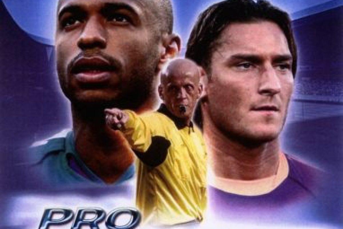 """""""Pro Evolution Soccer 4"""" con el árbitro italiano Pierluigi Collina, el francés Thierry Henry y el italiano Francesco Totti. Foto:Konami. Imagen Por:"""
