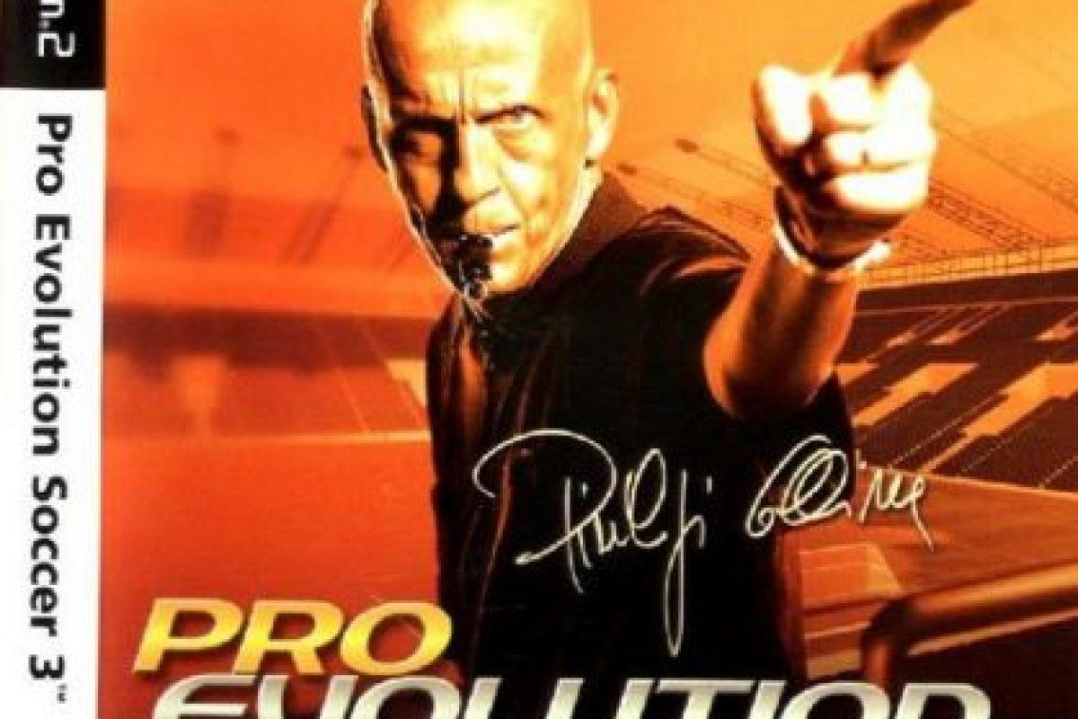 """""""Pro Evolution Soccer 3"""" con el árbitro italiano Pierluigi Collina (2003). Foto:Konami. Imagen Por:"""