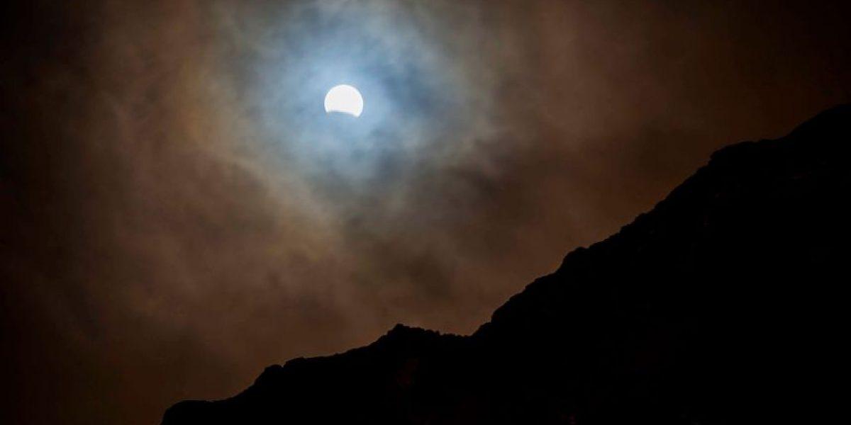 ¿Te lo perdiste? Mira cómo fue el eclipse lunar que pudo verse en Chile