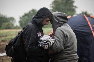 """""""No sabemos si la niña salvó a su madre de esta metralla o la madre salvó a su bebé"""", explica a CNN uno de los médicos. Foto:Getty Images. Imagen Por:"""