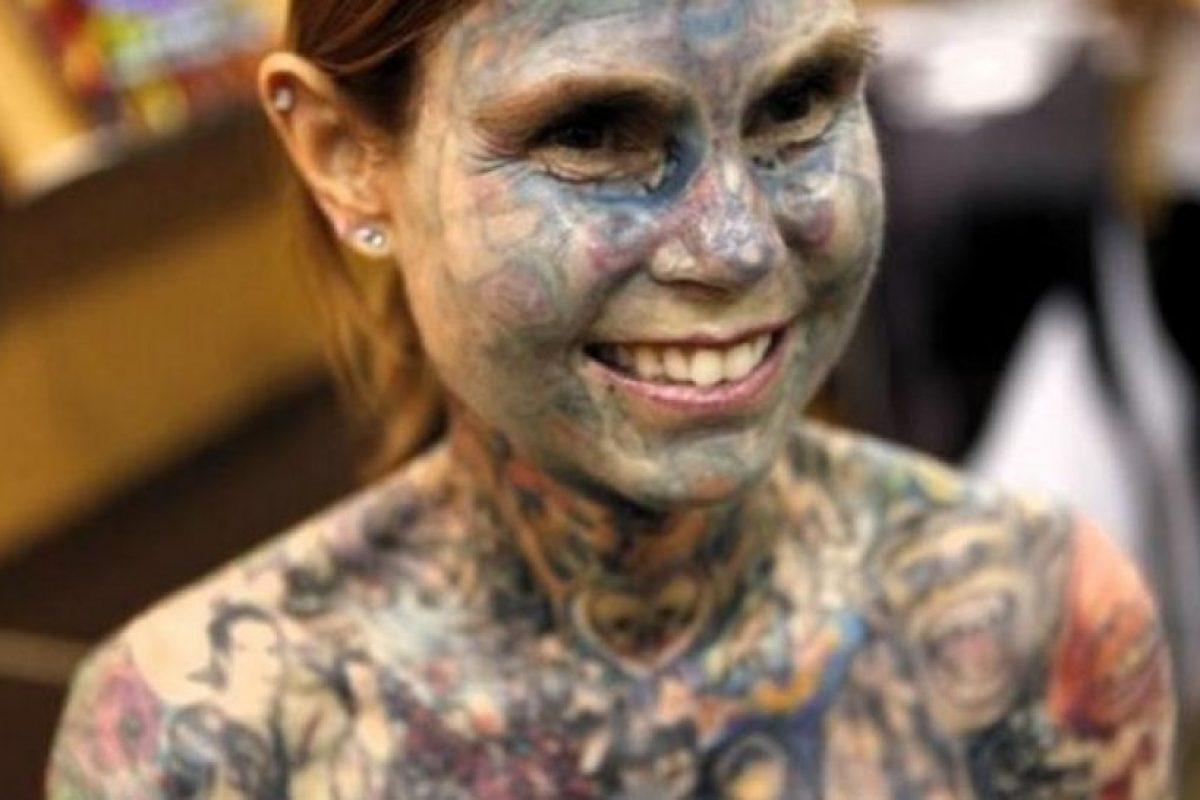 6. Julia Gnuse. Ella ocupó el Récord Mundial Guiness en 2011 como la mujer con más tatuajes en el mundo. Foto:Wikimedia. Imagen Por: